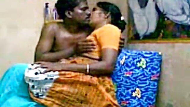 लड़की ने वेबकैम सेक्सी फिल्म हिंदी वीडियो मूवी पर अपने पैरों को फैलाया
