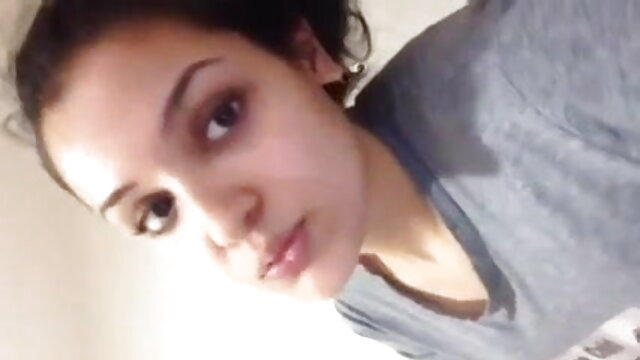 एक सुंदर लड़की खुद को एक सेक्सी मूवी हिंदी में वीडियो चिपचिपा तरल डालती है