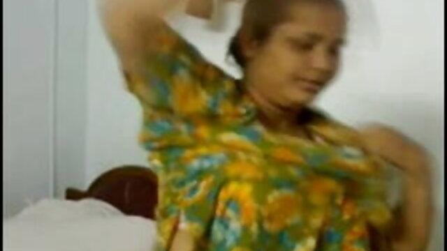 लड़का हिन्दी सेक्सी मूवी दो सुंदरियों को चोदता है