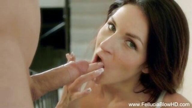 उसकी चूत पर हाथ हिंदी मूवी सेक्सी वीडियो फेरा