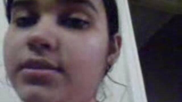 माँ की सहेली को चोदता है हिंदी में सेक्सी मूवी वीडियो