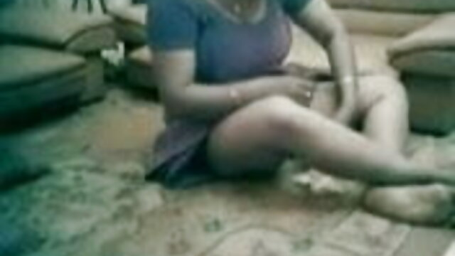 भूरे बालों वाली लड़की हिंदी में फुल सेक्सी मूवी उसकी दरार को छूती हुई