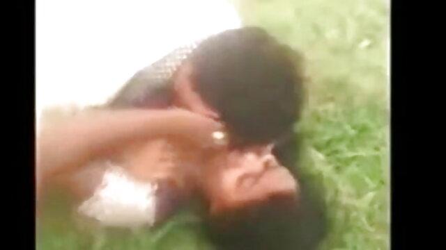 एक युवा लड़की ने कैमरे में गधे में एक विशाल डिल्डो फुल सेक्सी हिंदी मूवी डाला