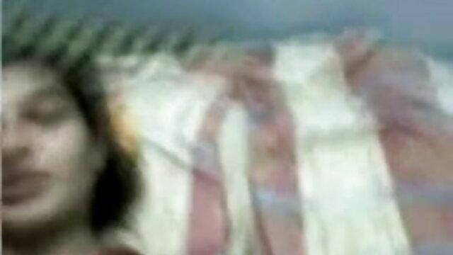 परिपक्व गोरा सेक्सी पिक्चर फुल मूवी अपने प्रेमी के साथ यौन संबंध रखने से पहले बाथरूम में हस्तमैथुन करता है