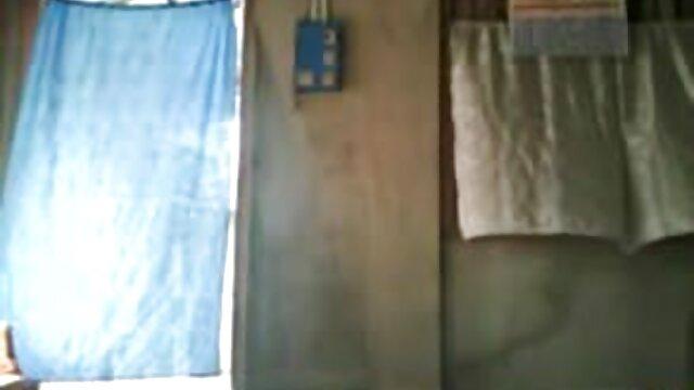 स्वथ्य लड़की ने खुद को सोफे पर एक सेक्सी पिक्चर हिंदी वीडियो मूवी तंग छेद में छीलने की अनुमति दी