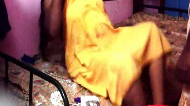 नीचे पहनने के कपड़ा में सेक्सी सुंदरियों हिन्दी सेक्सी मूवी