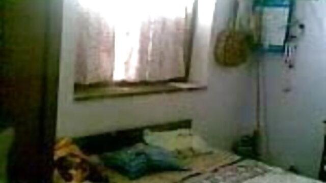 त्रिगुट सेक्सी वीडियो फिल्म हिंदी मूवी