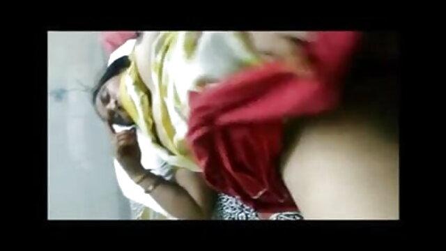 पत्नी लिविंग सेक्स फिल्म हिंदी मूवी रूम में पति का लंड चूसती है