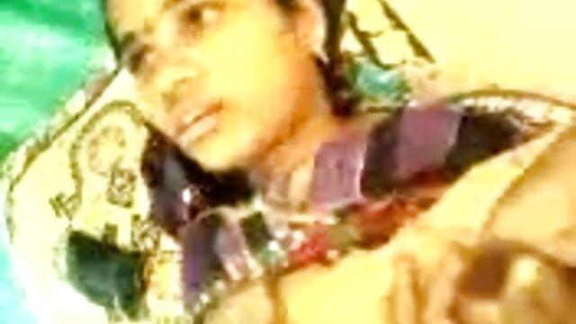 गोरा एक चमकदार कमरे में सेक्स के बाद शुक्राणु के लिए अपना चेहरा बदल देता है ब्लू मूवी सेक्सी इंडियन