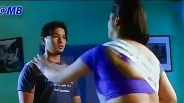 एक उत्साही लड़की ने एक वेबकेम के सामने सेक्सी मूवी हिंदी मूवी एक आदमी के साथ सेक्स किया
