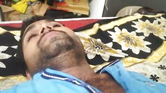 पायलट द्वारा गड़बड़ में हिंदी हद सेक्सी मूवी बड़े स्तन के साथ परिपक्व परिचारिका