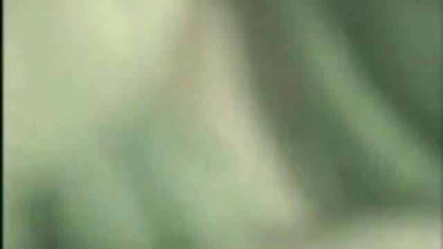 एक गुलाबी पोशाक सेक्सी हिंदी सेक्सी मूवी में एक घुंघराले काली औरत एक हखलिया के दोस्त के साथ तब तक चुदाई करती है जब तक वह देख नहीं लेता