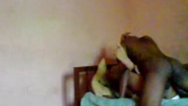 नीग्रो दोनों छेदों को भेदने से पहले एक डिल्डो के साथ एक परिपक्व श्यामला के गुदा को बंद कर देता है सेक्सी वीडियो मूवी हिंदी में