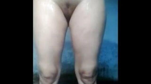 सफेद ब्लाउज में एशियाई महिला एक सेक्सी मूवी हिंदी सेक्सी मूवी आदमी के साथ यौन संबंध रखती है