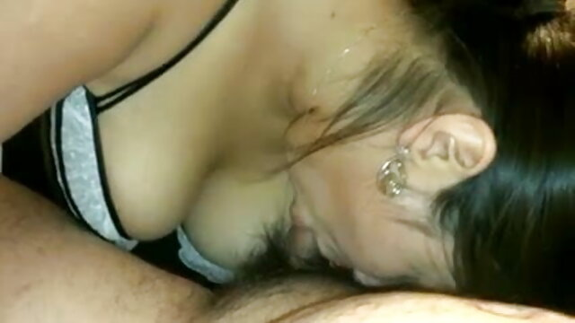 अभिनेता ने सोफे पर एक 40 वर्षीय श्यामला सेक्सी मूवी हिंदी में वीडियो के गुदा को पाउंड किया