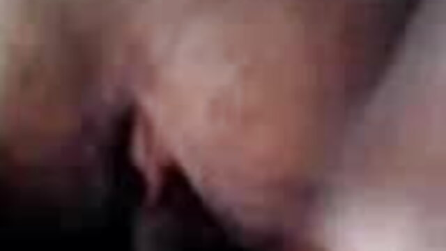 टैटू वाला गोरा धीरे-धीरे बेडरूम में एक सेक्स करते हुए हिंदी मूवी आदमी का मुर्गा चूसता है