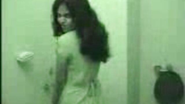 उन्होंने रूसी हिंदी हद सेक्सी मूवी लड़की को उतार दिया